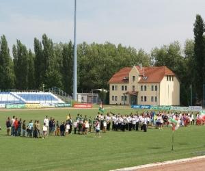 A Gyermekotthonok XII. Európa Kupa Döntőjének megnyitója a kecskeméti Széktói Stadionban