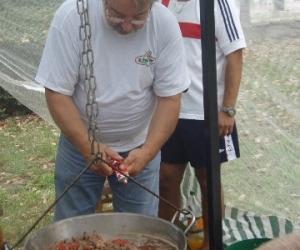 Nyitrai András Országgyűlési Képviselő UNIVER ételízesítővel főz
