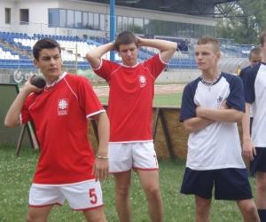 Horvát sportoló súlylökés közben