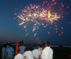 2010 káprázatos nyitó, tűzijátékkal