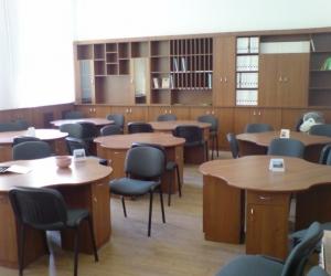 2008-ban a beregszászi Kossuth Lajos iskolát támogattuk, melynek eredménye a megújult tanári szoba.