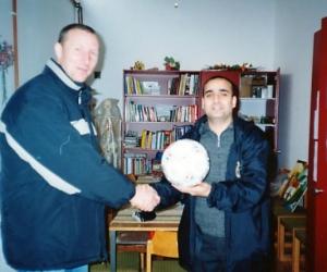 2006-ban a dévai árvaház iskoláját támogattuk magyarnyelvű könyvekkel és sporteszközökkel