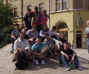 A Dán küldöttség a 0 kilóméterkönél Kecskemét Központjában.