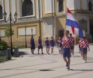 Horvátország csapata vonul be a nyitóünnepségre.