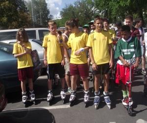 Gurulj az egészségért-görkorcsolyaverseny résztvevői.