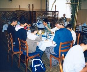 Sportolók étkezés közben