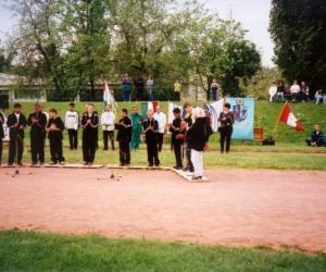 Kulturális programot ad elő a Faragó Béla Gyo. versenyzői.