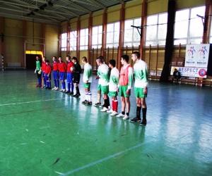 UEFA-MLSZ grassroots labdarúgó mérkőzés kezdete Encsen.
