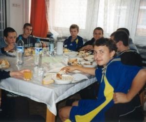 Beregszász ( Ukrajna ) sportolói étkezés közben 2003.