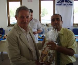 Radics Kálmán alapítványi elnök és Losonczi László a KTE ügyvezető igazgatója a Gyermekotthonok X. Európa Kupája Döntőjének állófogadásán 2007-ben.