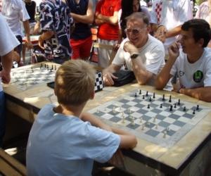 sakk-verseny Kecskemét főterén a Gyermekotthonok X.Európa Kupa Döntőjében 2007.
