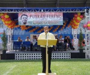 Ünnepi beszédet mond Radics Kálmán a Hit és Sport Alapítvány elnöke 2007-ben.