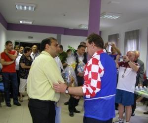 Radics Kálmán elnök és a horvát Vjeko Kovacic a Gyermekotthonok XI. Európa Kupa Döntőjének állófogadásán 2008-ban.